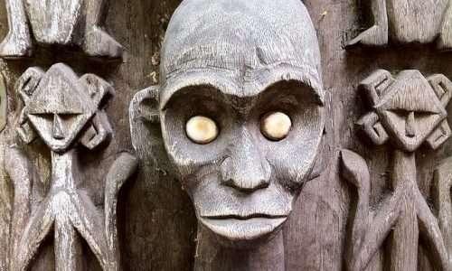 Il voodoo a cui si fa riferimento in questa sede si limita alla pratica del creare simulacri di persone, non agli aspetti culturali e religiosi.