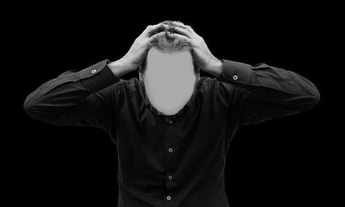 A causa della psicosi il paziente perde totalmente la sua identità.