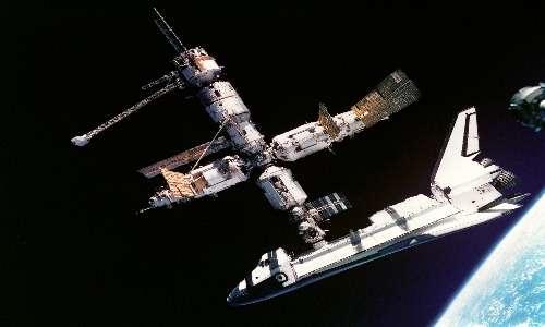 La stazione spaziale ISS è nata grazie alla collaborazione tra USA e Russia. Uno dei primi tentativi di avvicinamento tra le due potenze fu il progetto Shuttle-Mir