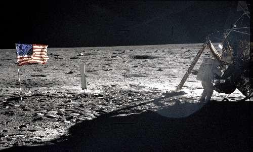 La presenza umana ininterrotta sulla stazione spaziale ISS è possibile grazie alle numerose precedenti missioni con equipaggio umano. Una delle più importanti fu Apollo 11, che portò i primi uomini sulla Luna