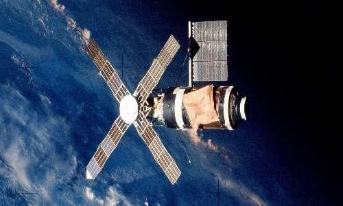 Il primo tentativo statunitense di costruire una stazione spaziale: Skylab. Quest'esperienza fu molto importante per la loro futura collaborazione nel progetto della stazione spaziale ISS