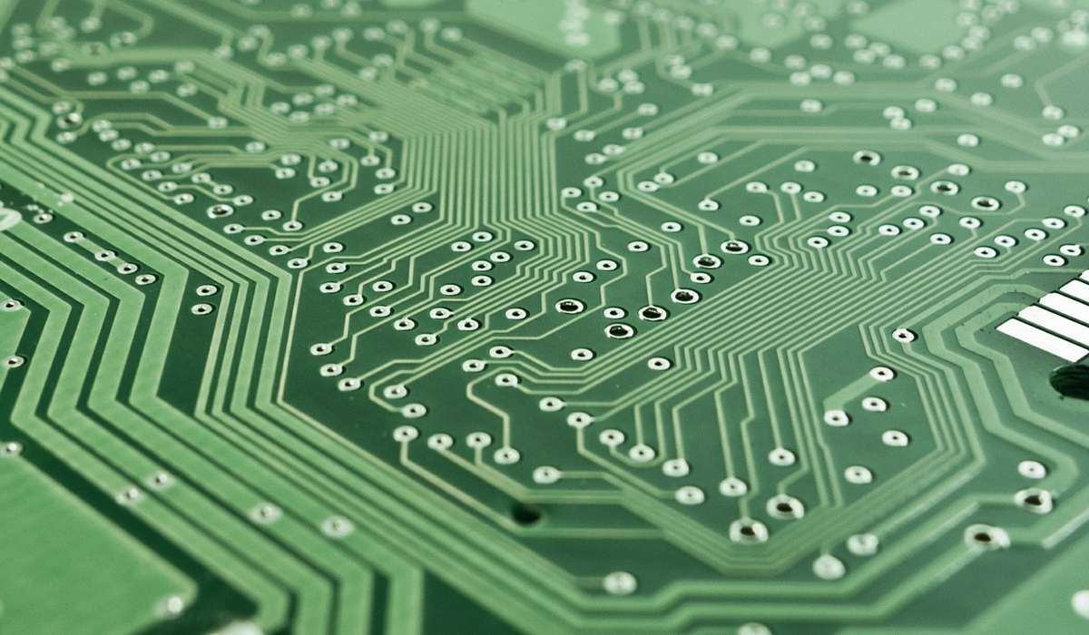 Quale azienda è il primo produttore di circuiti per computer a semiconduttori?
