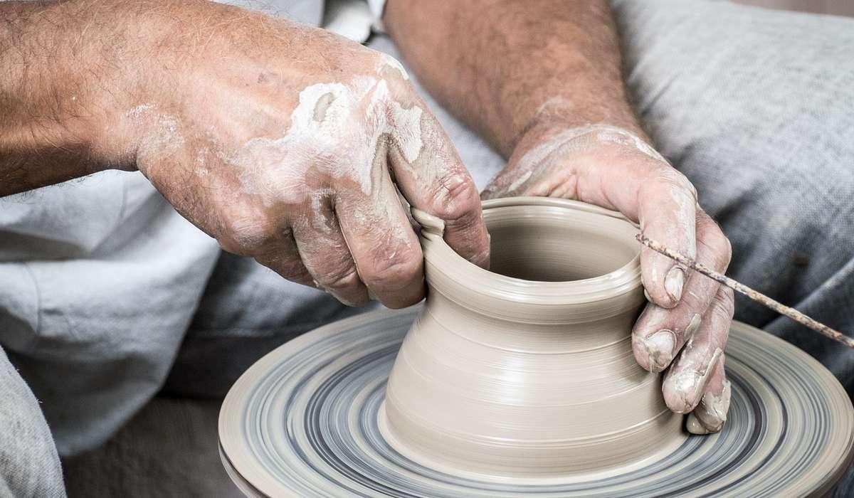 Quale di questi non è un ingrediente utilizzato per glassare la ceramica?