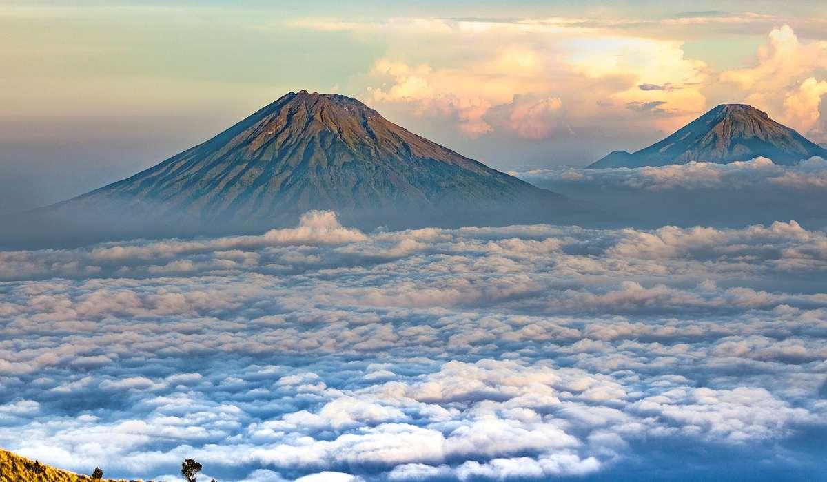 Un arco vulcanico può formarsi in corrispondenza a quale processo?