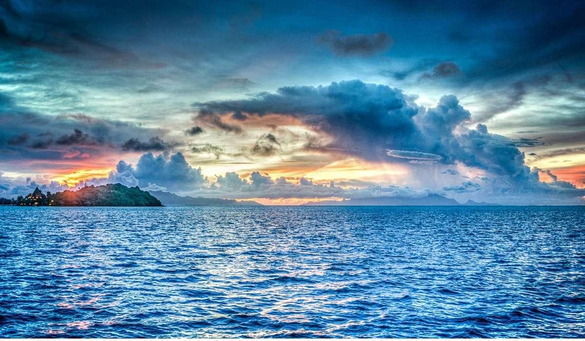 Un tipico allineamento di fosse oceaniche è presente nell'oceano pacifico, ma dove possono formarsi queste strutture?