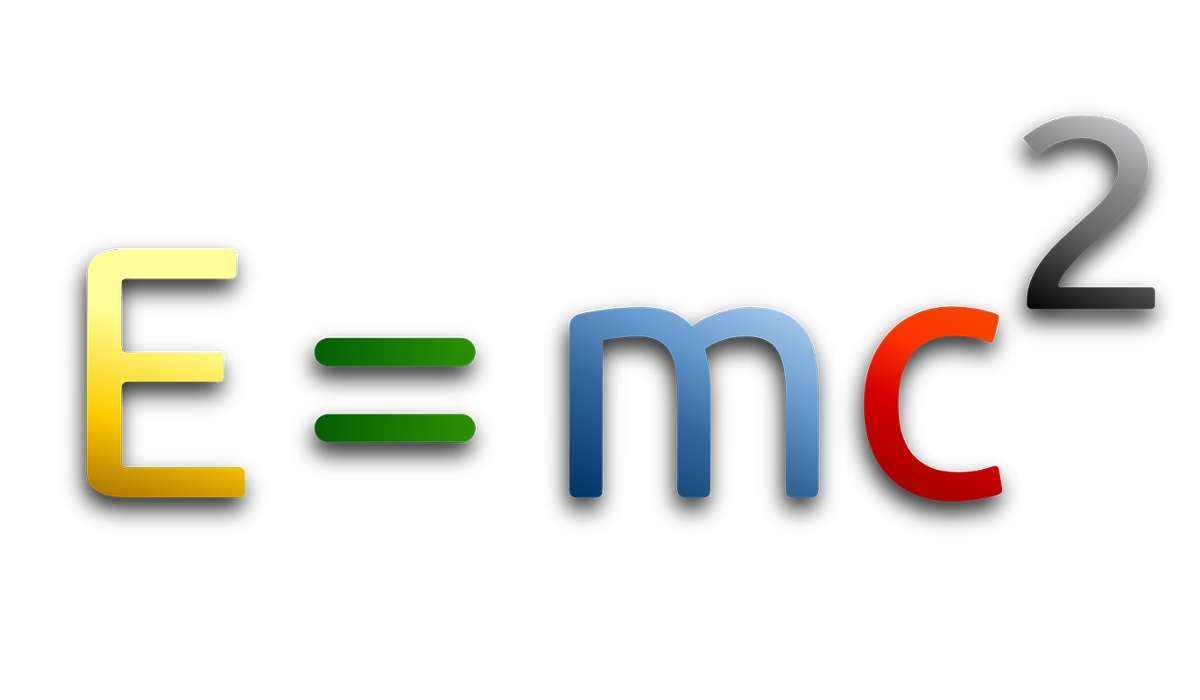 Per formulare la teoria della relatività, Albert Einstein, rivoluzionò il metodo scientifico facendo cosa?