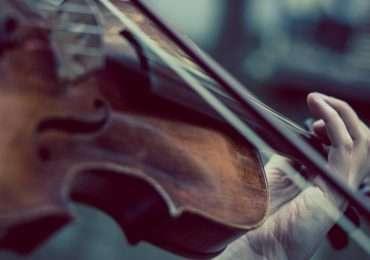 Quiz sul suono: domande sulle caratteristiche fisiche del suono, le grandezze che ne descrivono l'intensità e la melodia della musica.