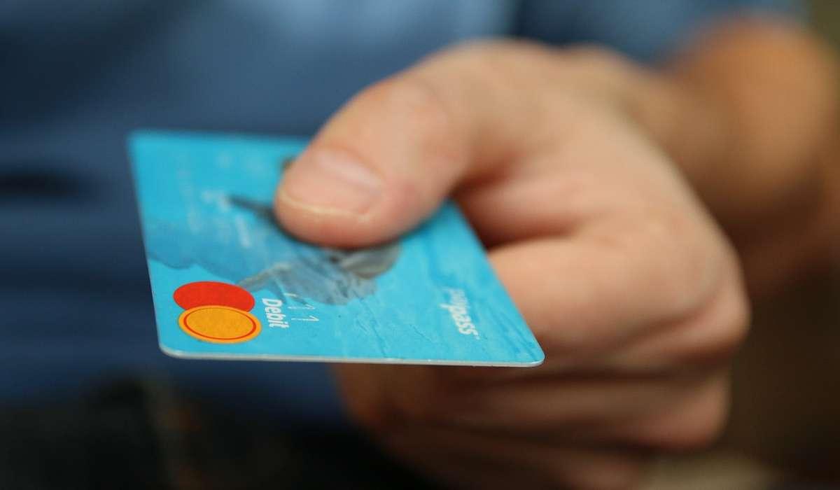 Gli ologrammi si trovano spesso sulle carte di credito.