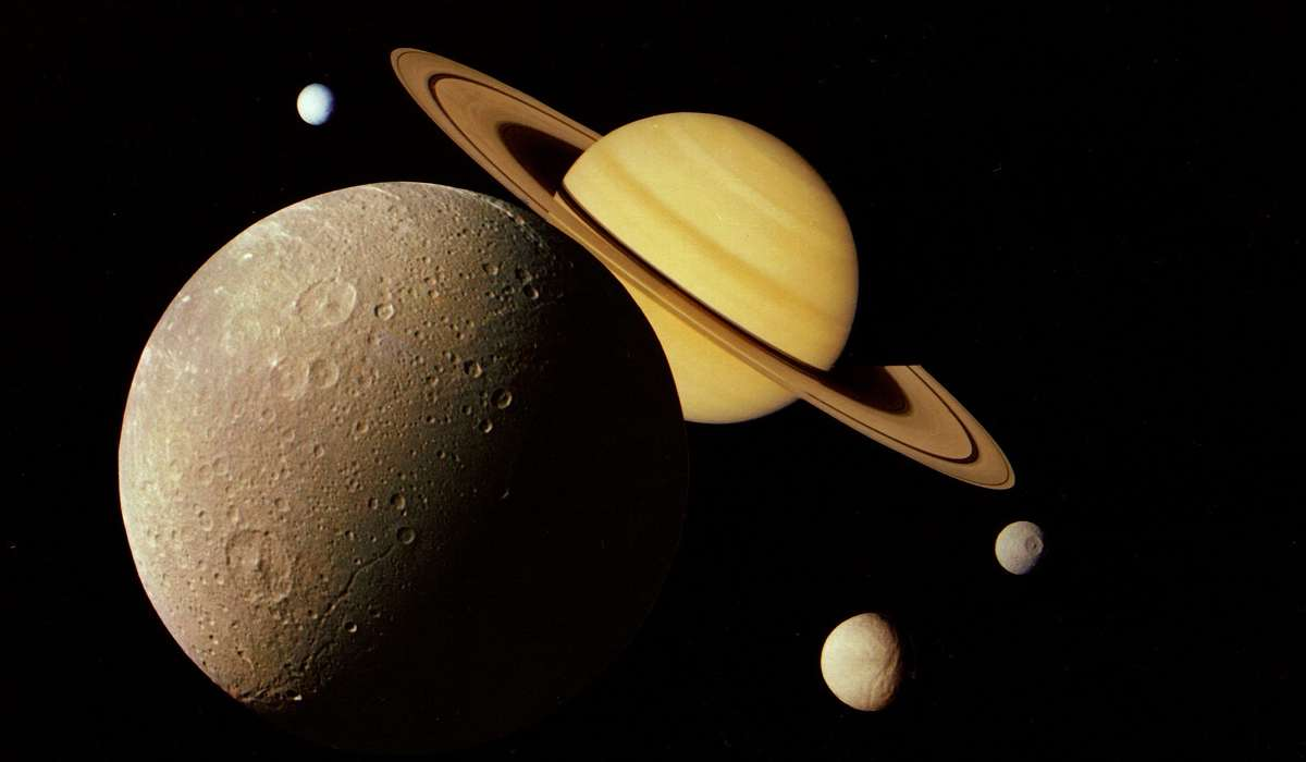 Quale di questi NON è un satellite di Saturno?
