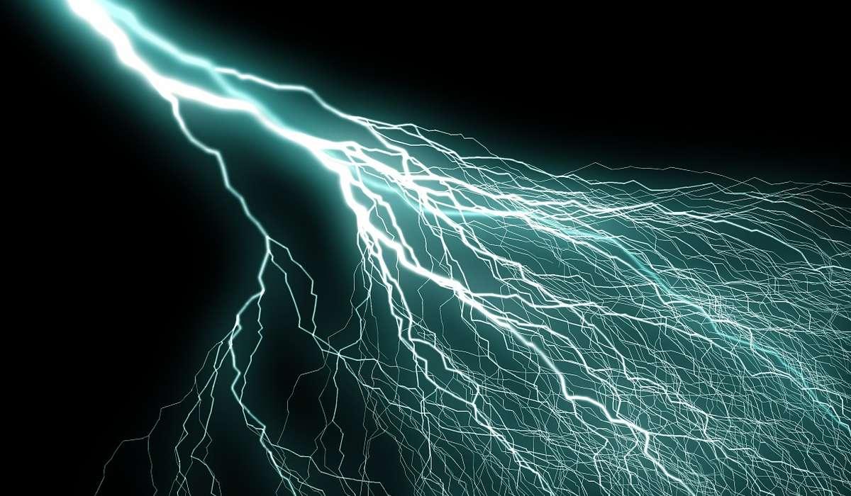 Tramite cosa avviene la trasmissione di corrente?