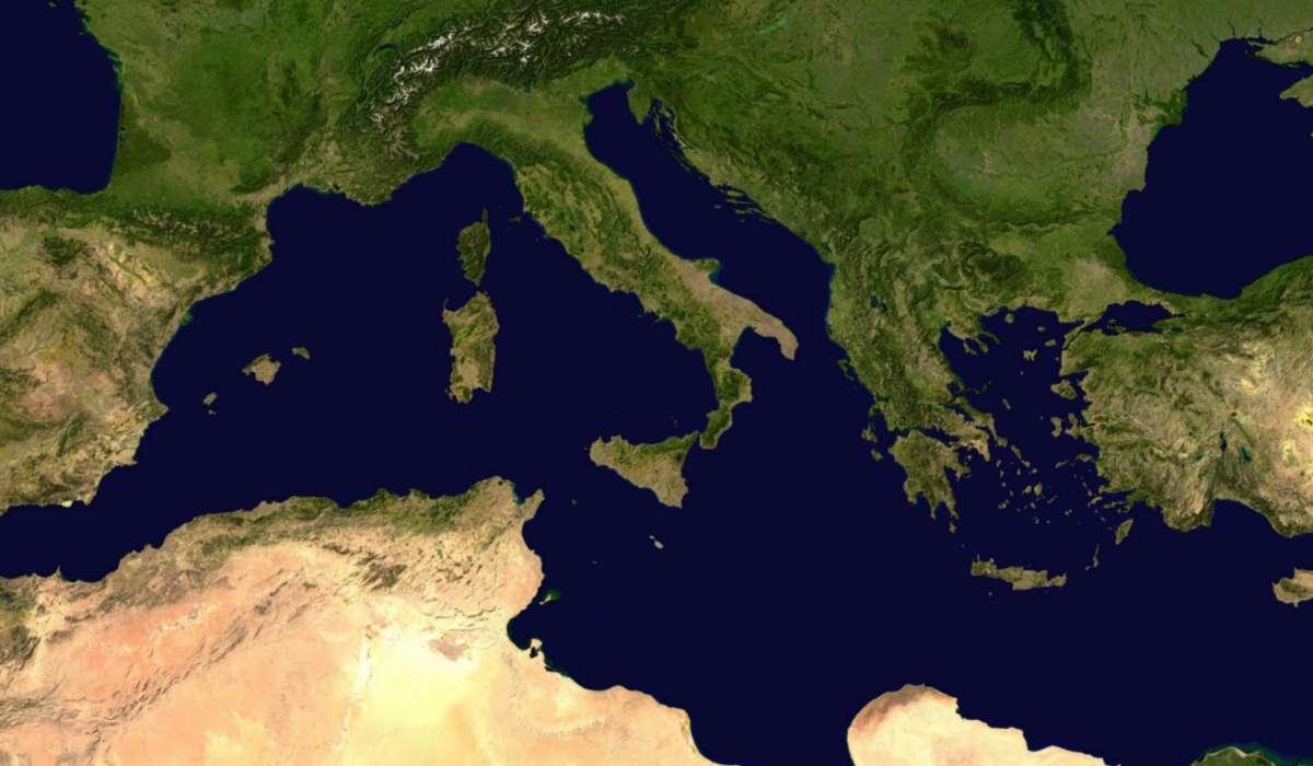 Lo squalo bianco è presente anche nel Mar Mediterraneo. In quale zona si riproduce?