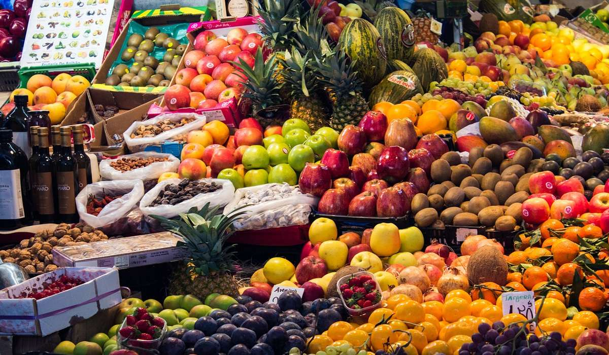 Come affermazione a livello di popolazione, si può affermare che una dieta _____ è la cosa migliore per il mantenimento della salute.
