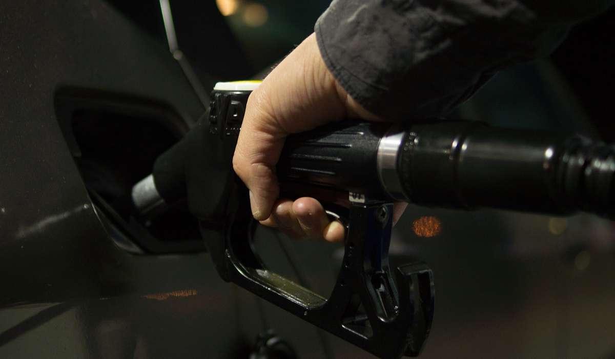 Quali sono i tre modi comuni per fornire carburante a un motore?