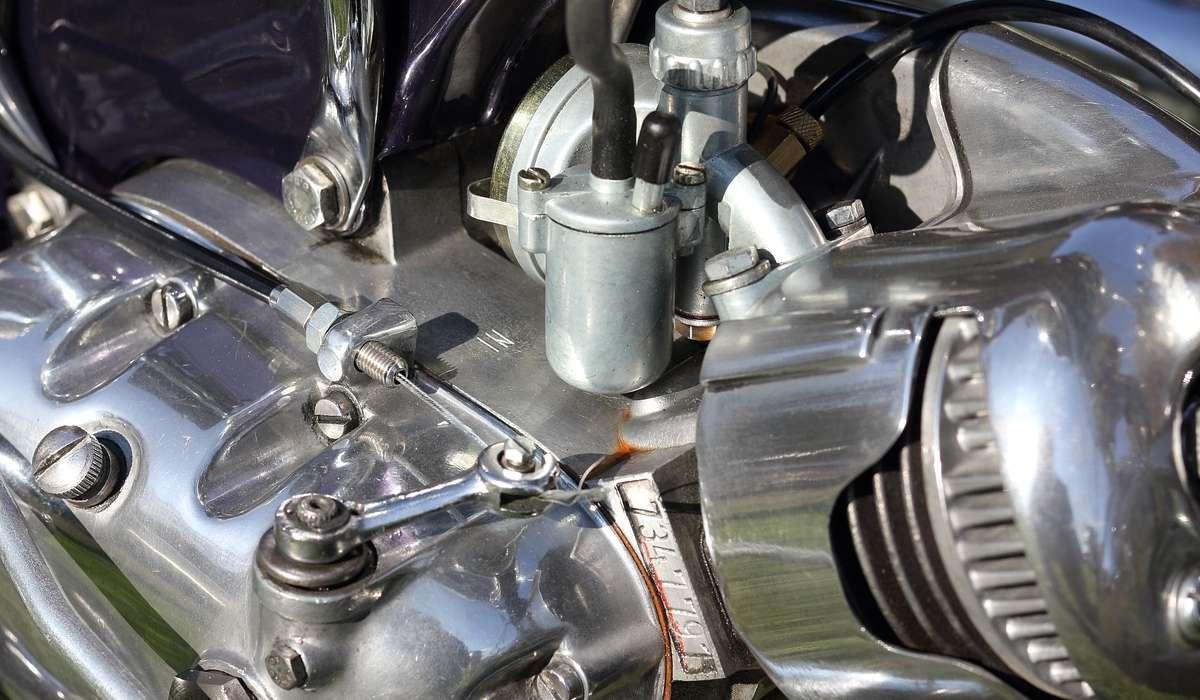 Quale di questi può rappresentare uno svantaggio per un motore a 2 tempi?