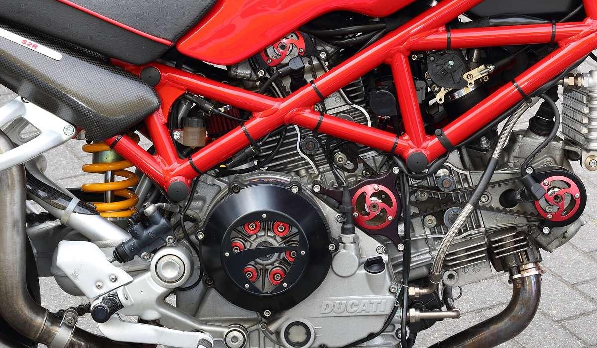 Quale di questi invece è un pregio del motore a 4 tempi rispetto al motore a 2 temi?