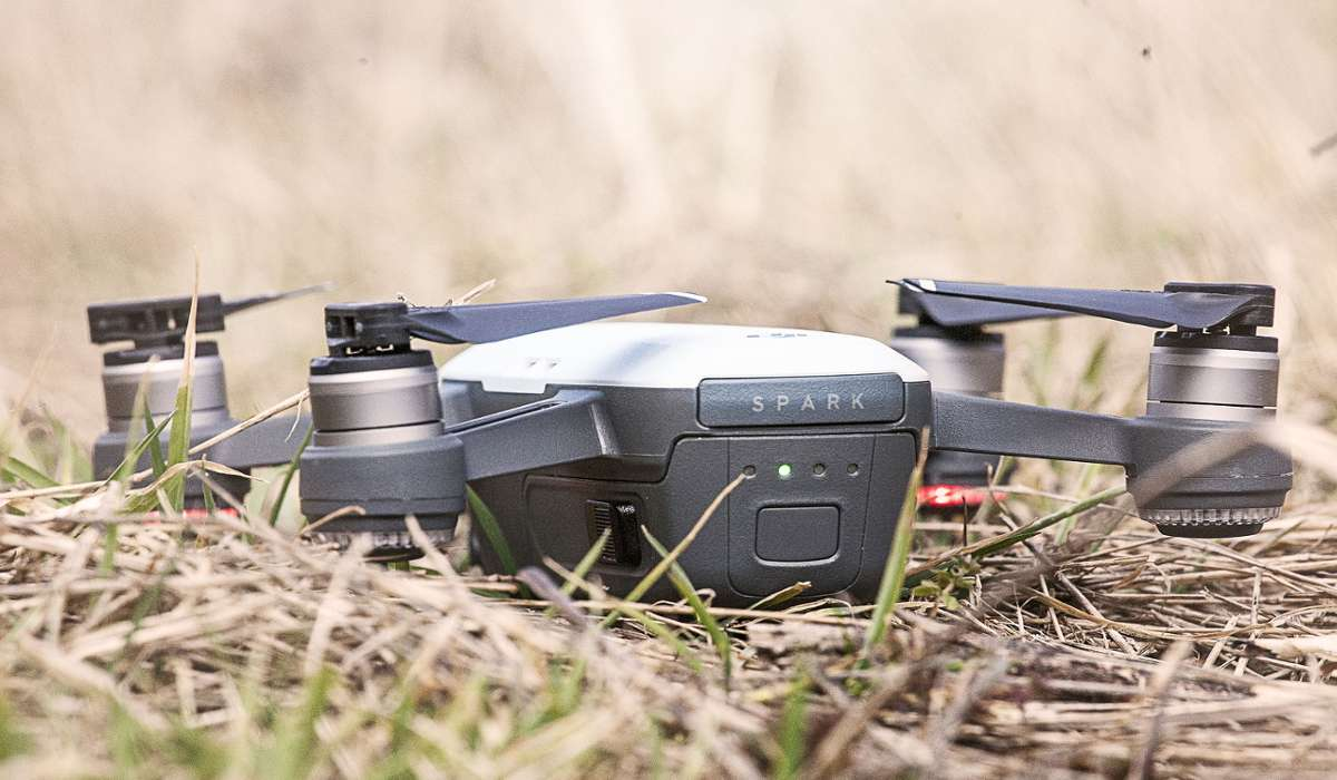 Esiste un drone tascabile in grado di riconoscere alcuni gesti umani e trasformarli in comandi.