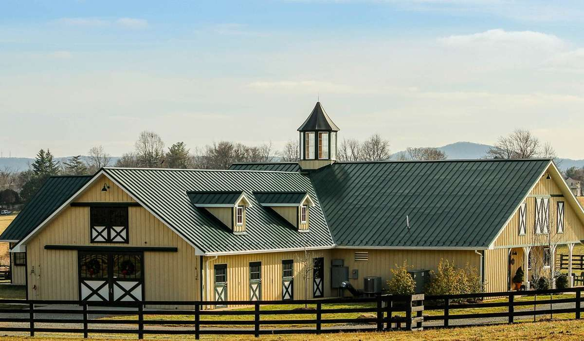 Secondo te qual è la ragione per cui un progetto di ranch è generalmente più costoso da costruire rispetto a una casa a due piani della stessa dimensione?