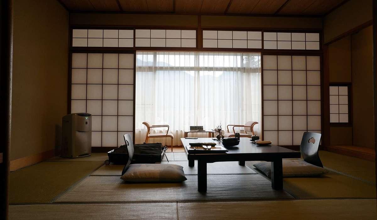 L'architettura e il design giapponese sono spesso caratterizzati da: