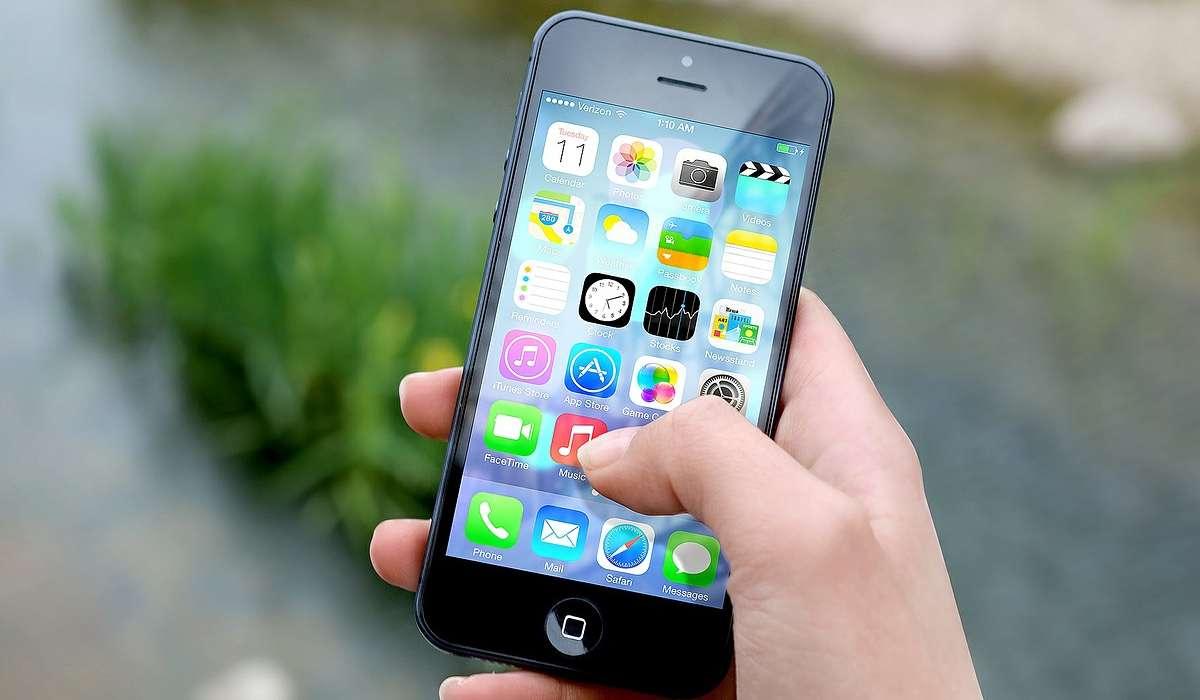 Come funziona uno schermo tattile capacitivo con cui si realizzano i touch screen tipici degli smartphone?