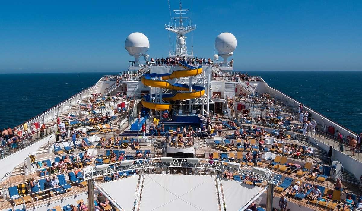 Quante persone può trasportare la Symphony of the Seas includendo l'equipaggio?