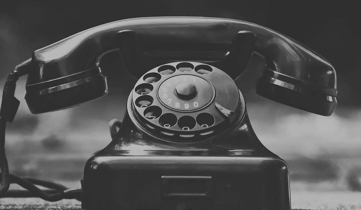 In che anno il comico Ernie Wise ha fatto la prima telefonata del Regno Unito?