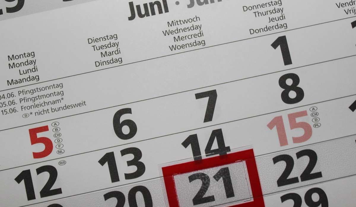 Di quante ore ritarda il solstizio d'estate ogni anno?