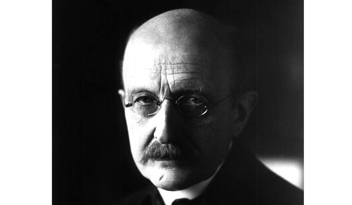 Una delle grandi scoperte di Max Planck fu che l'energia delle radiazioni veniva emessa in pacchetti chiamati come?