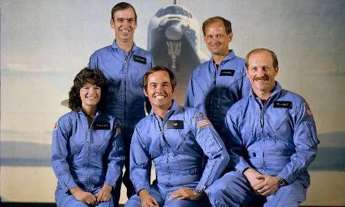 Sally Ride con gli altri membri dell'equipaggio dello Shuttle Challenger prima della partenza della missione STS-7