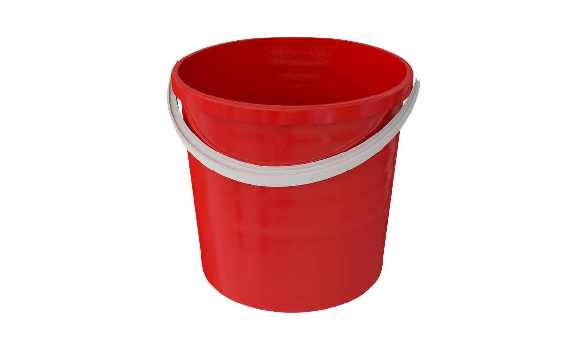 Un secchio pieno d'acqua pesa complessivamente 9 kg. Lo si svuota e lo si riempe fino a metà con altra acqua e ora pesa 5 kg. Quanto pesa il secchio vuoto?