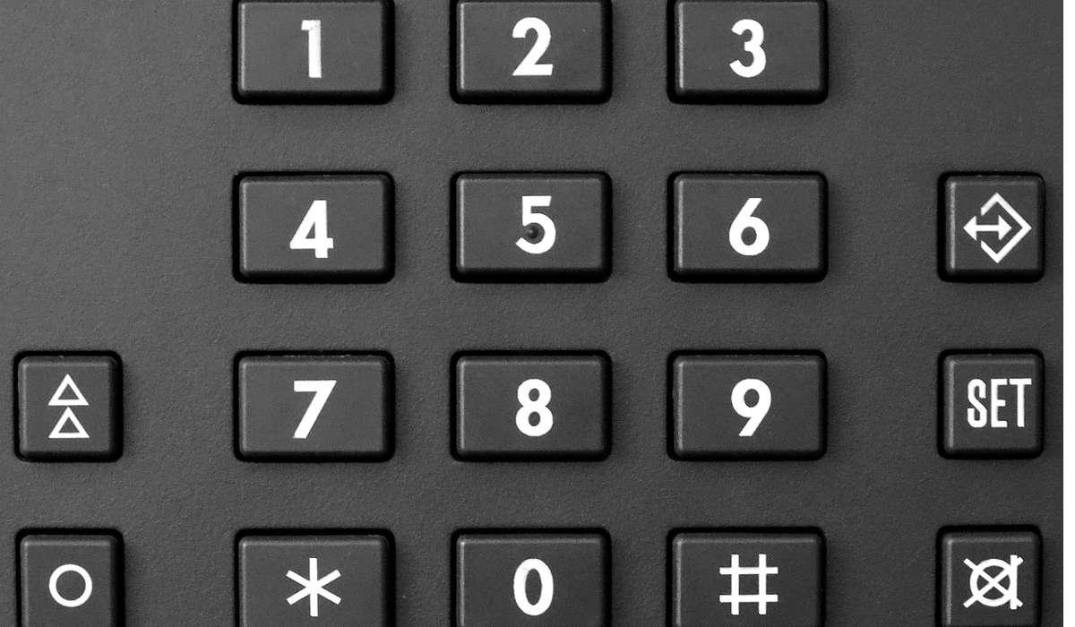 Con i numeri presenti sul tastierino numerico del cellulare (cioè da 0 a 9), potendo disporre lo stesso numero anche più volte, quanti numeri diversi possono essere creati?