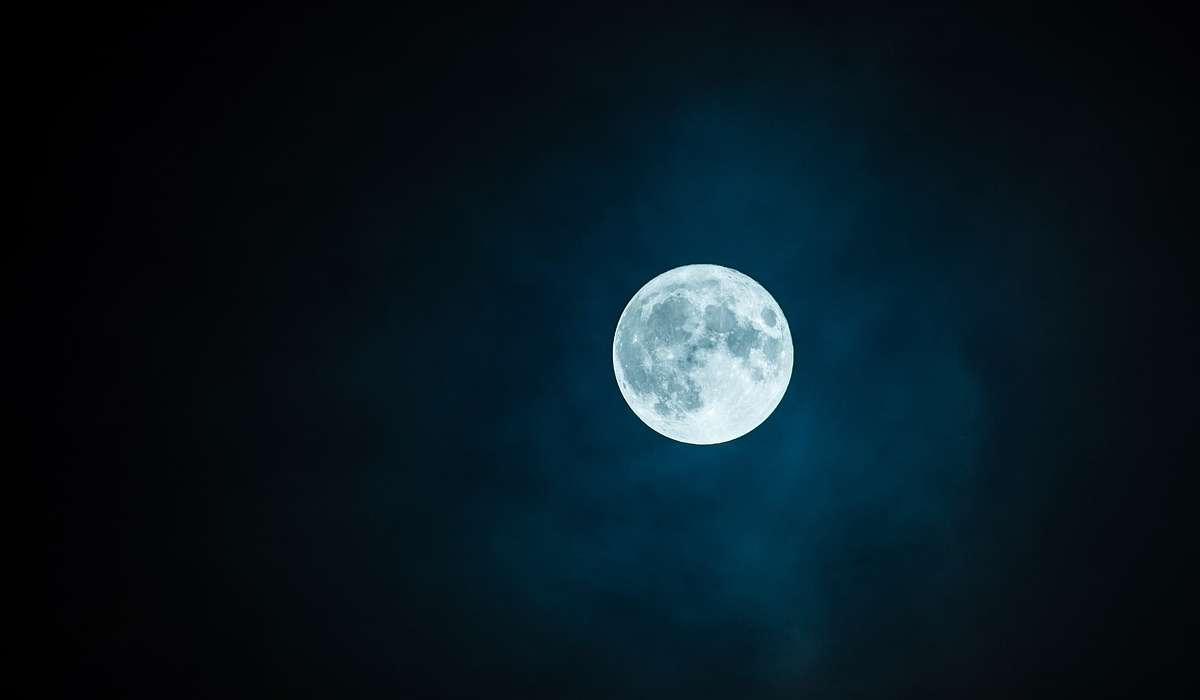 La Luna è priva di atmosfera.