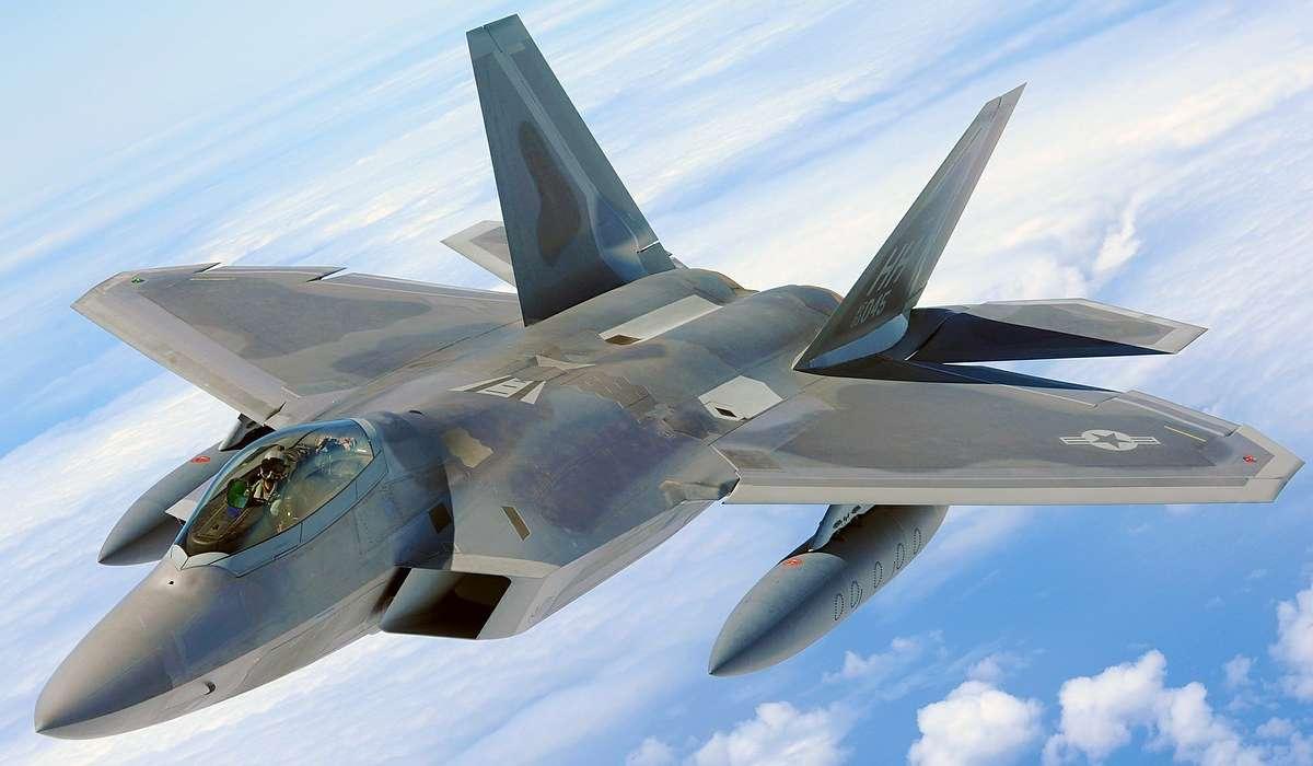 Come sono chiamati gli aerei militari che hanno come obbiettivo altri aerei?