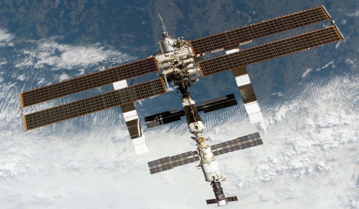 La stazione spaziale ogni tanto atterra per essere riparata.