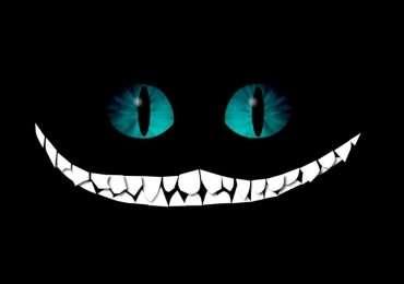 Il gatto di alice o gatto del Cheshire mentre mostra il suo sorriso emblematico