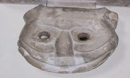 La scultura da cui Carroll ha preso spunto per il gatto del Cheshire