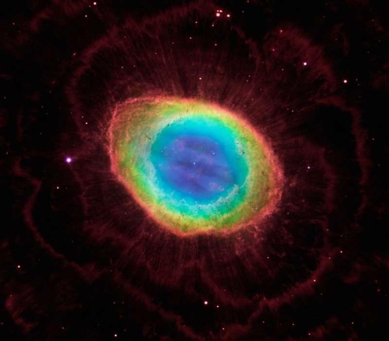 La nebulosa anello è una delle più affascinanti e celebri nebulose planetarie..