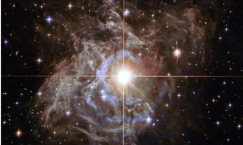 Fotografia del telescopio spaziale Hubble che ritrae una stella supergigante, la stella più grande.