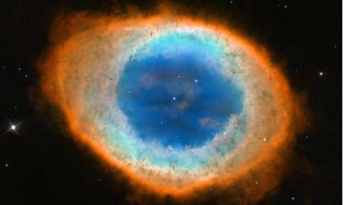 Le immagini fornite da Hubble mostrano i diversi colori della Nebulosa Anello.