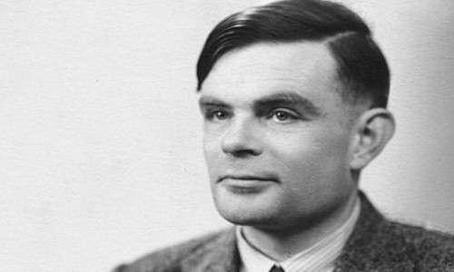 Alan Turing fu uno scienziato e matematico, considerato il precursore dell'intelligenza artificiale forte e debole.