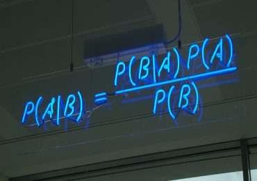 Il teorema di bayes è fondamentale in statistica nel calcolo della probabilità condizionata.