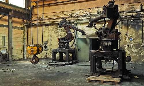 I robot soppianteranno le macchine nelle fabbriche del futuro secondo Tom Mitchell.