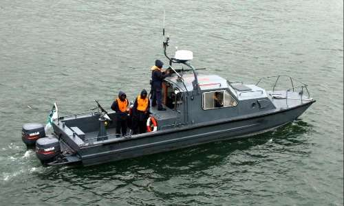 Perché le navi galleggiano, bisogna fornire una spinta per superare la resistenza fluidodinamica dell'acqua. I motori sono uno dei possibili metodi per fornire spinta ad una nave.