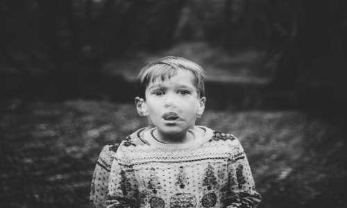 Durante lo stato di shock, i soggetti possono riferire di percepire i sintomi della depersonalizzazione e derealizzazione.