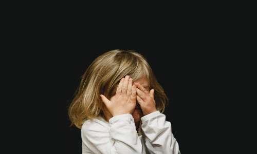 La dipendenza affettiva è una diretta conseguenza dei traumi legati all'attaccamento con il caregiver durante il periodo infantile.