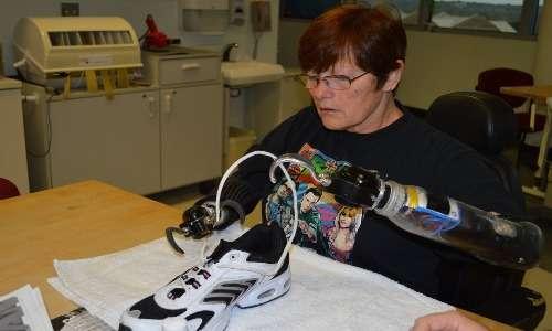 La sindrome dell'arto fantasma colpì anche Donna Lowery che, a causa di un'infezione batterica, perse entrambe le braccia e gambe.