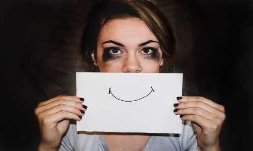Depressione, astinenza e comportamenti violenti e persecutori possono essere la conseguenza della rottura di una relazione da parte dei soggetti affetti da dipendenza affettiva.