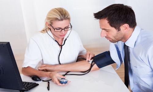 Misurazione dell'ipertensione arteriosa.