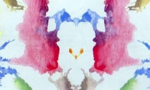 Nel test di Rorschach, basato sul principio della pareidolia, vengono fatte visionare all'individuo delle tavole come questa.