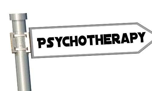 La psicoterapia psicodinamica risulta essere efficace nel trattamento della depersonalizzazione e derealizzazione.