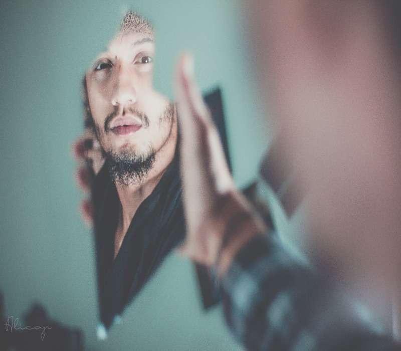 La sindrome di Capgras è una malattia psichiatrica caratterizzata dalla delirante convinzione che, un soggetto legato al paziente, sia stato sostituito da un sosia.